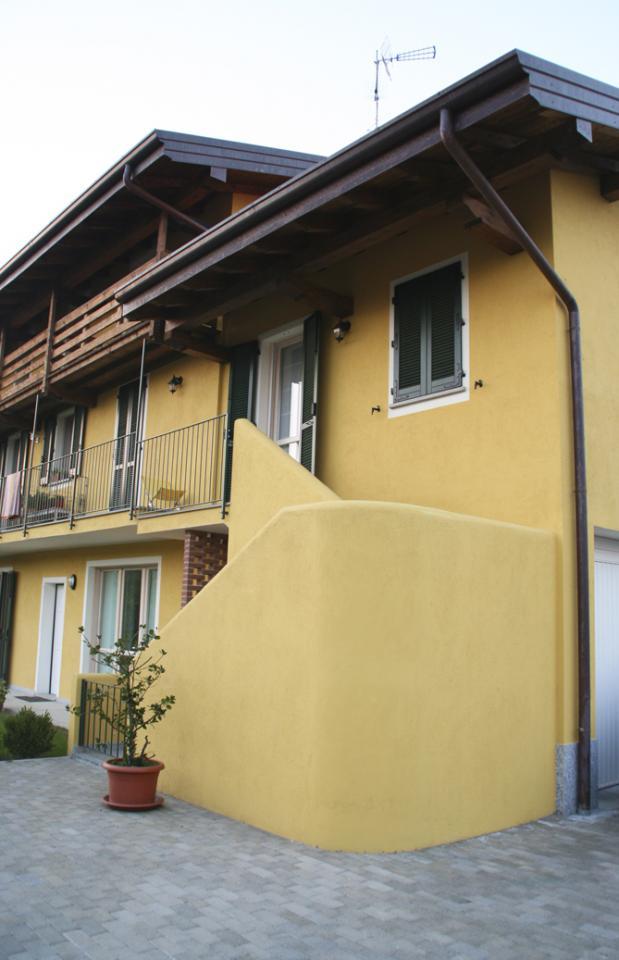Appartamento in vendita a Oleggio, 4 locali, zona Località: vicinanzecentro, prezzo € 170.000 | Cambio Casa.it