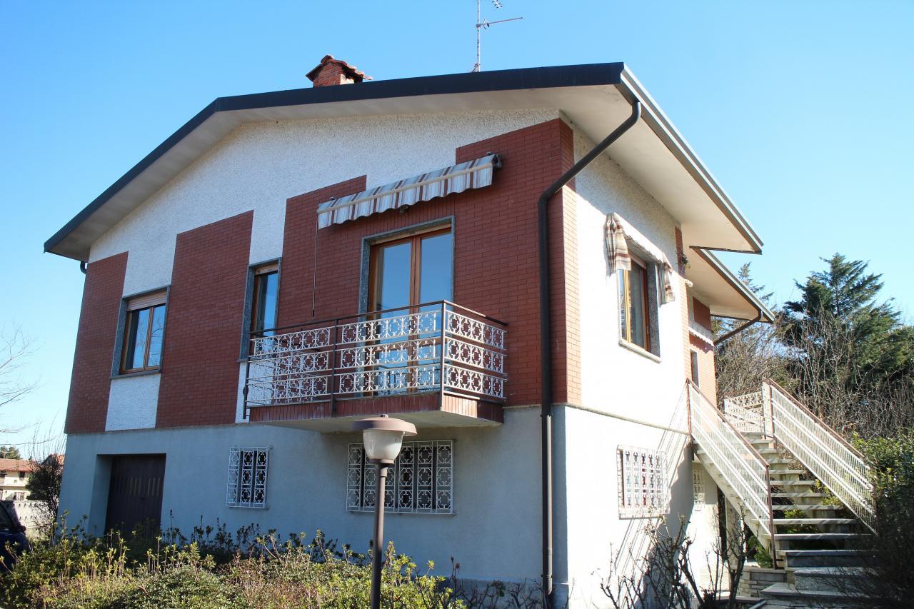 Villa vendita POMBIA (NO) - 6 LOCALI - 200 MQ