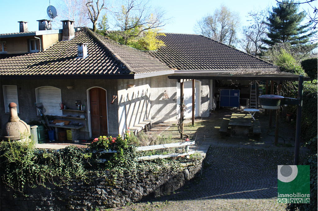 Villa in vendita a Oleggio, 7 locali, prezzo € 380.000 | Cambio Casa.it