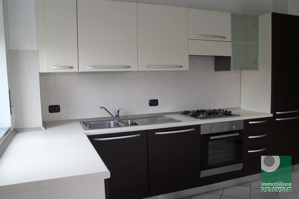 Appartamento in affitto a Oleggio, 3 locali, prezzo € 450 | Cambio Casa.it
