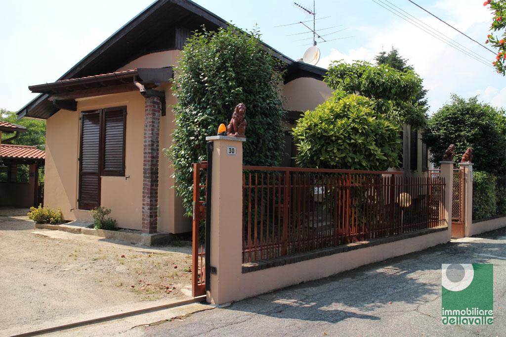 Villa in Vendita a Varallo Pombia