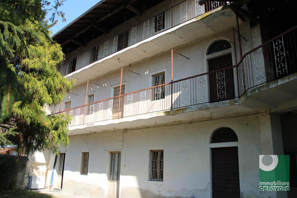Rustico / Casale in vendita a Varallo Pombia, 6 locali, prezzo € 150.000 | Cambio Casa.it