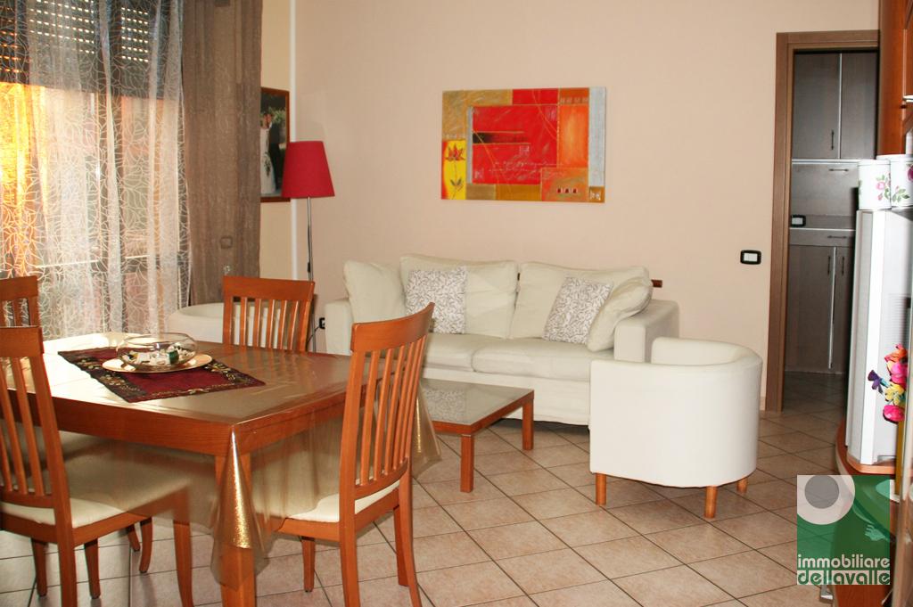 Appartamento in vendita a Bellinzago Novarese, 3 locali, prezzo € 120.000 | CambioCasa.it
