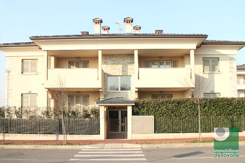 Appartamento in vendita a Oleggio, 2 locali, prezzo € 120.000   Cambio Casa.it