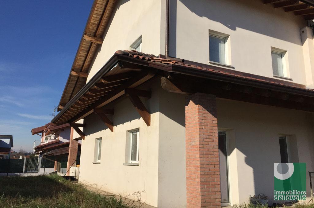 Appartamento in vendita a Oleggio, 4 locali, prezzo € 240.000 | Cambio Casa.it