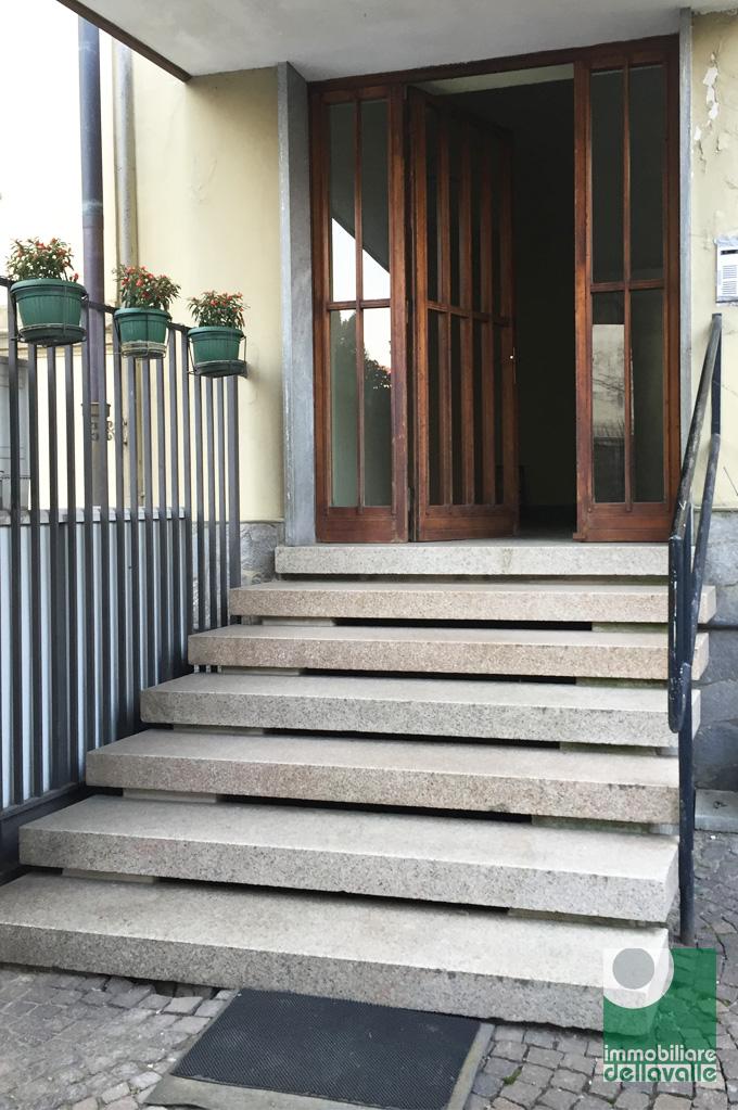 Bilocale Oleggio Via Sempione 2