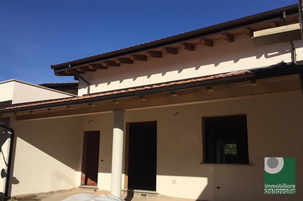 Villa a Schiera in vendita a Suno, 4 locali, prezzo € 225.000   Cambio Casa.it