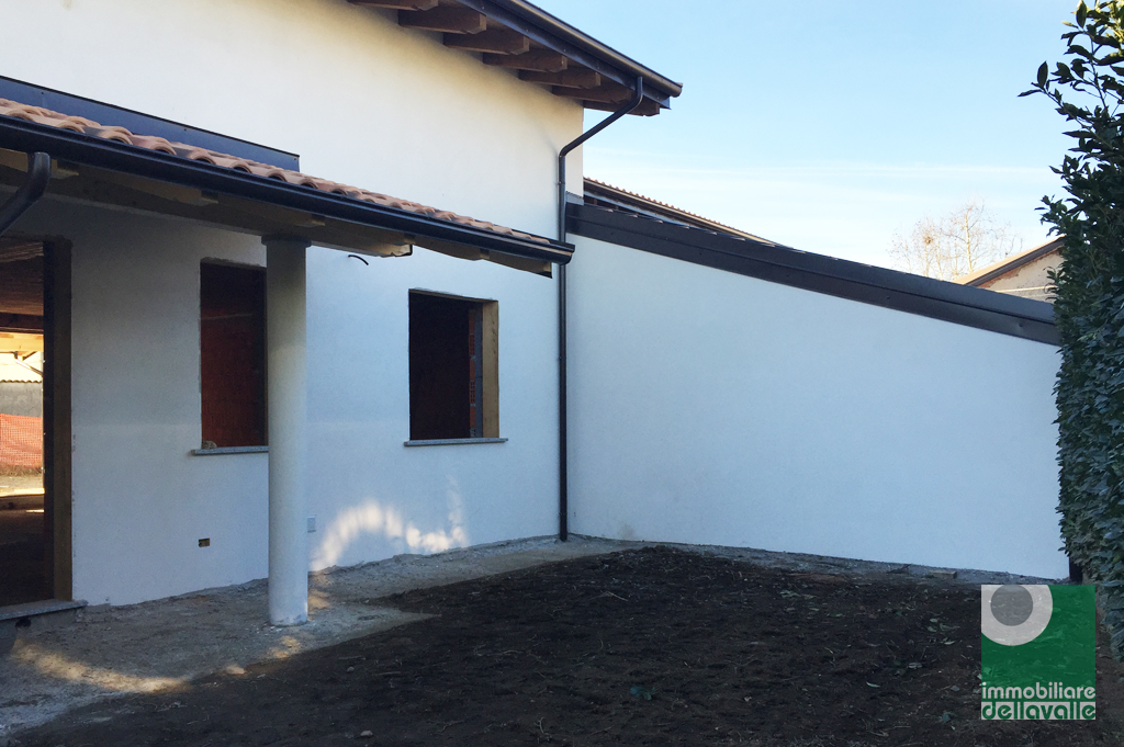 Villa a Schiera in vendita a Suno, 4 locali, prezzo € 185.000   Cambio Casa.it