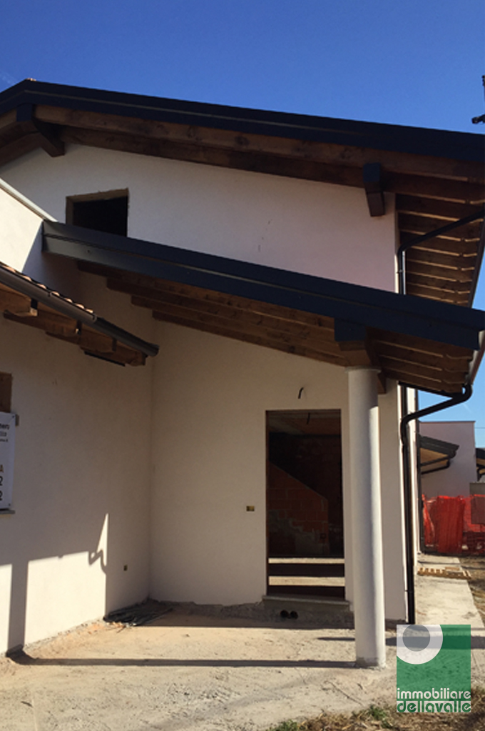 Villa a Schiera in vendita a Suno, 4 locali, prezzo € 235.000   Cambio Casa.it