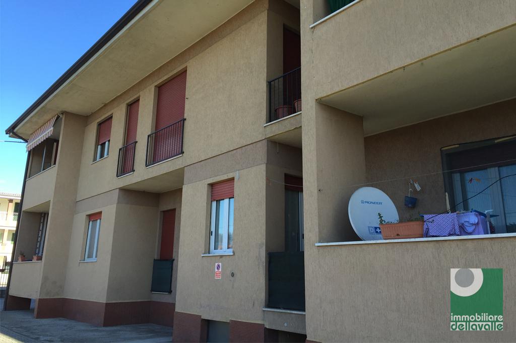 Appartamento in vendita a Oleggio, 3 locali, prezzo € 85.000 | Cambio Casa.it