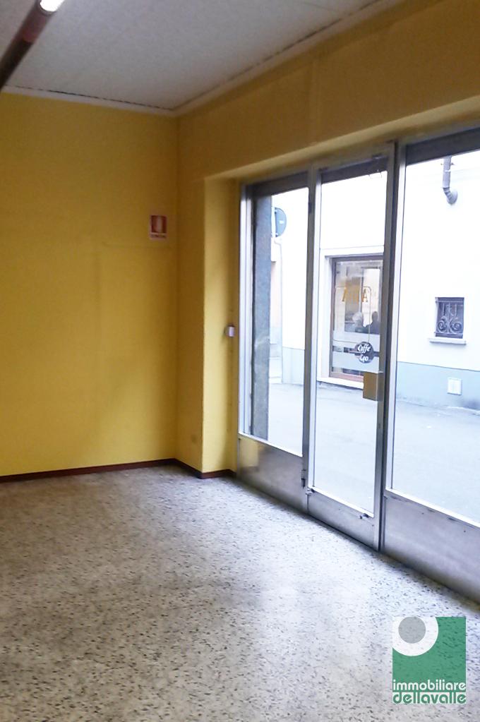 Negozio / Locale in affitto a Oleggio, 9999 locali, prezzo € 450 | Cambio Casa.it