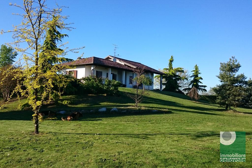 Villa in vendita a Barengo, 10 locali, zona Zona: Bischiavino, prezzo € 275.000 | Cambio Casa.it