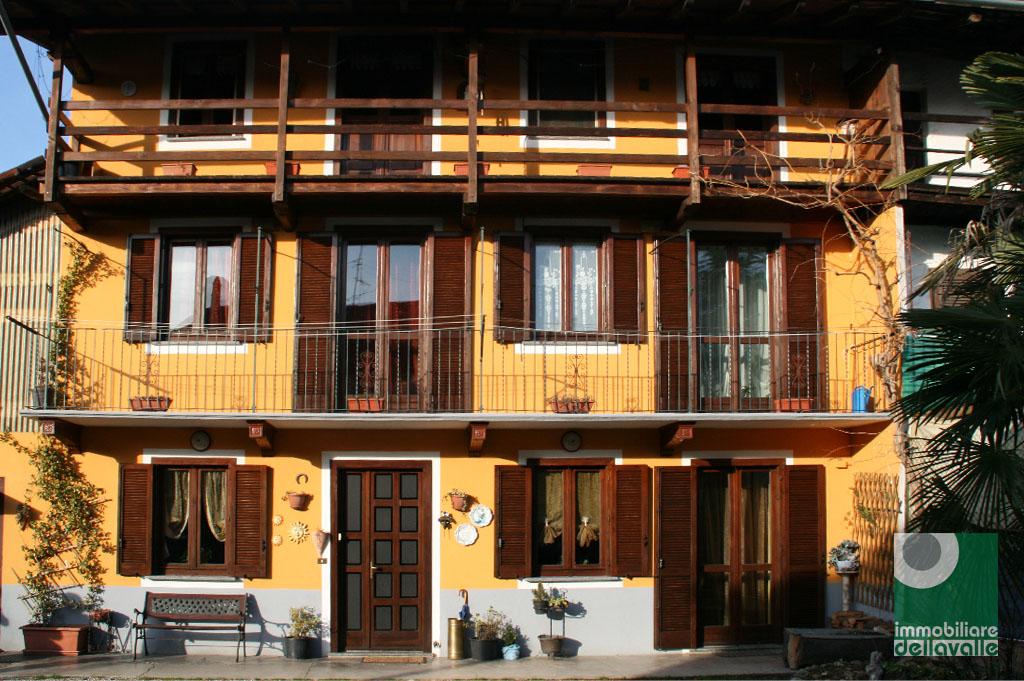 Rustico / Casale in vendita a Oleggio, 5 locali, prezzo € 215.000 | Cambio Casa.it