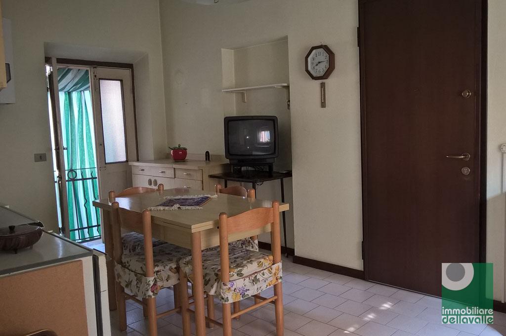 Appartamento in vendita a Oleggio, 2 locali, prezzo € 45.000   CambioCasa.it