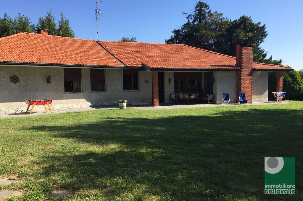 Villa in vendita a Oleggio, 11 locali, Trattative riservate | Cambio Casa.it