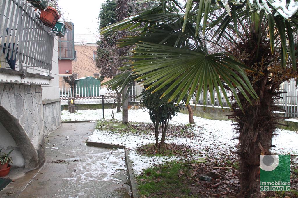 Villa in vendita a Oleggio, 6 locali, zona Località: vicinanzecentro, prezzo € 195.000   CambioCasa.it