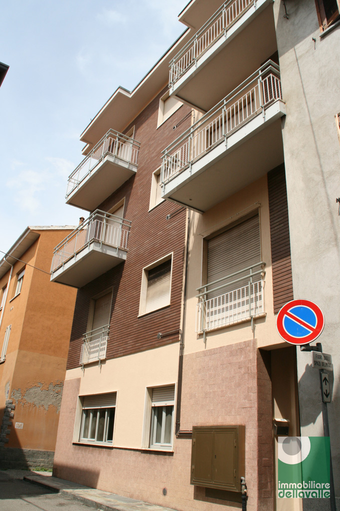 Appartamento in affitto a Oleggio, 2 locali, zona Località: vicinanzecentro, prezzo € 280 | Cambio Casa.it
