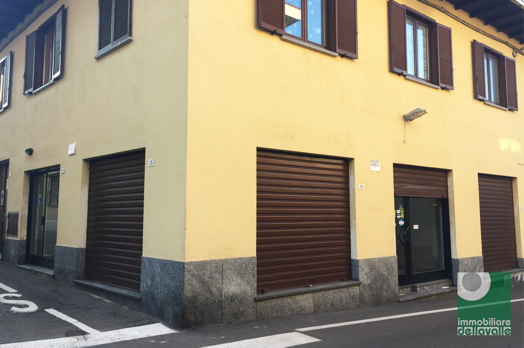 Negozio / Locale in affitto a Oleggio, 9999 locali, prezzo € 800 | Cambio Casa.it