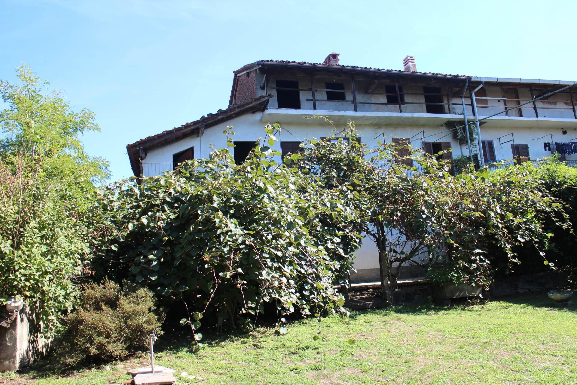 Rustico / Casale in vendita a Suno, 7 locali, prezzo € 70.000 | CambioCasa.it