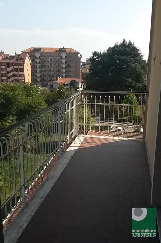Appartamento in affitto a Oleggio, 2 locali, zona Località: vicinanzecentro, prezzo € 350 | CambioCasa.it