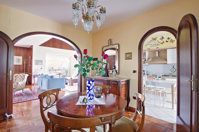Villa in vendita a Castel San Pietro Terme, 8 locali, zona Località: CASTELSANPIETROTERME, prezzo € 690.000 | Cambio Casa.it