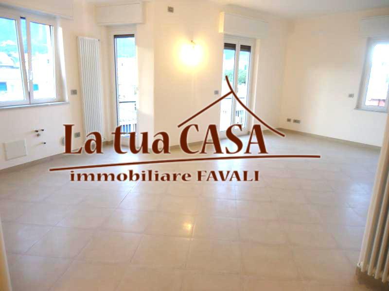 Appartamento in vendita a Loano, 3 locali, prezzo € 390.000 | CambioCasa.it