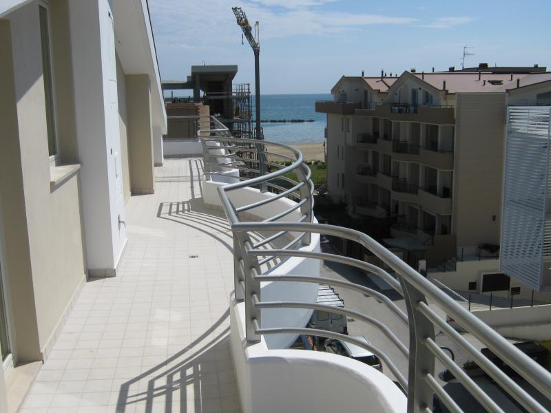 Appartamento in vendita a Roseto degli Abruzzi, 5 locali, prezzo € 210.000 | CambioCasa.it