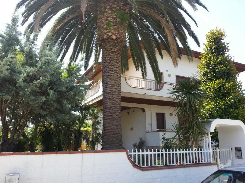 Villa in vendita a Martinsicuro, 13 locali, Trattative riservate | CambioCasa.it