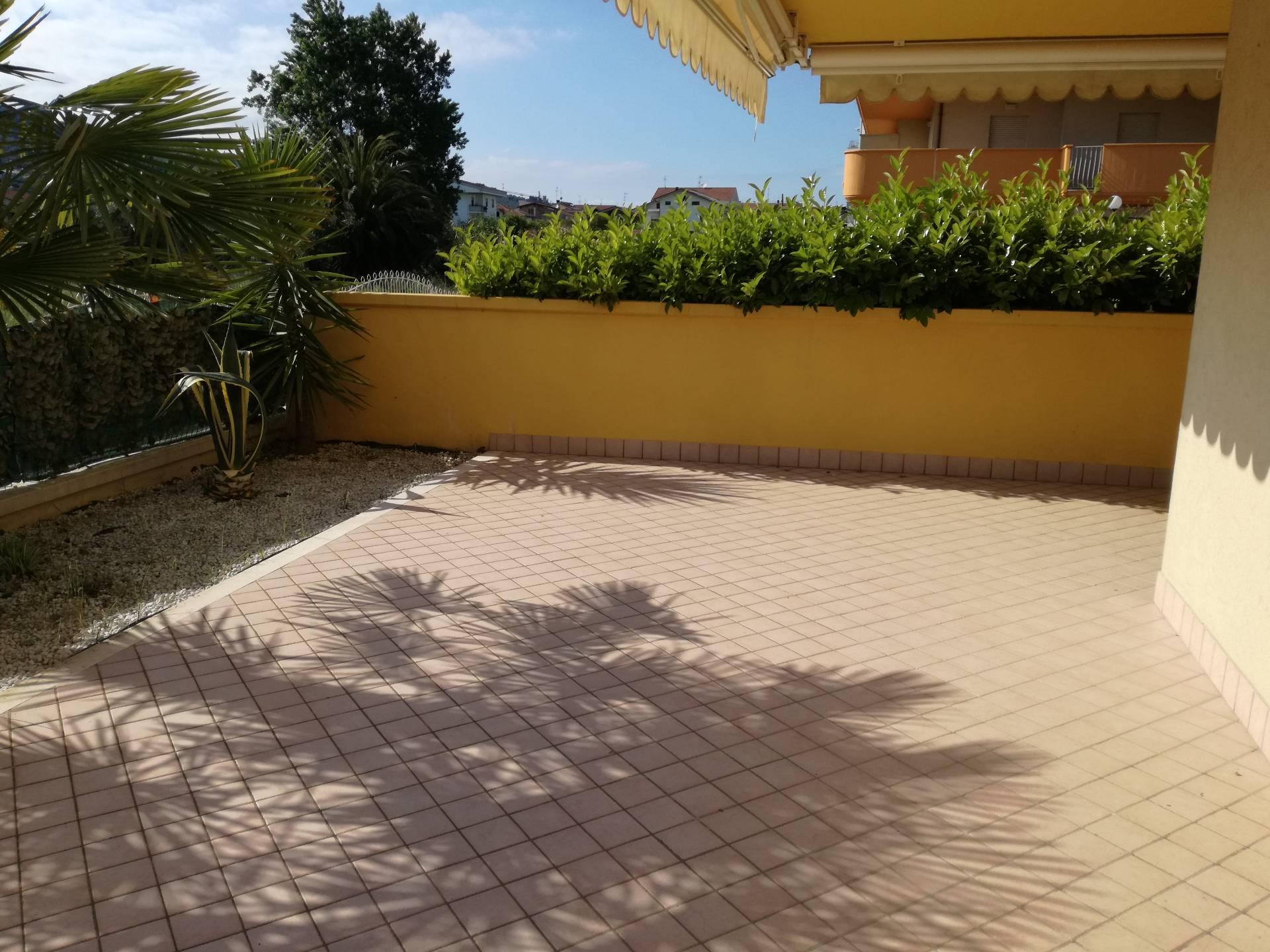 Appartamento in vendita a Tortoreto, 4 locali, zona Località: TortoretoLido, prezzo € 165.000   CambioCasa.it