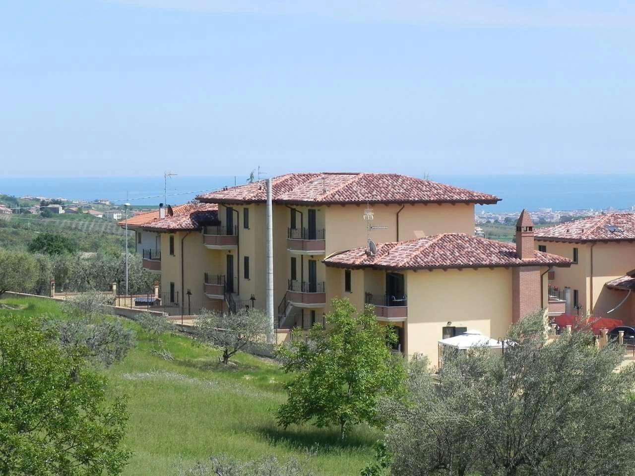 Villa a Schiera in vendita a Colonnella, 8 locali, Trattative riservate   CambioCasa.it