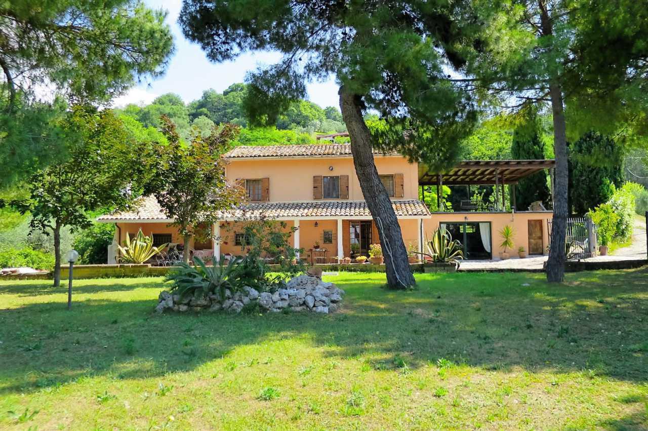 Soluzione Indipendente in vendita a Colonnella, 7 locali, prezzo € 290.000 | CambioCasa.it
