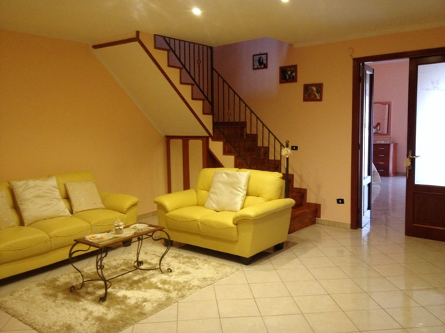 Appartamento in vendita a Torre Annunziata, 3 locali, zona Località: nord, prezzo € 90.000   Cambio Casa.it