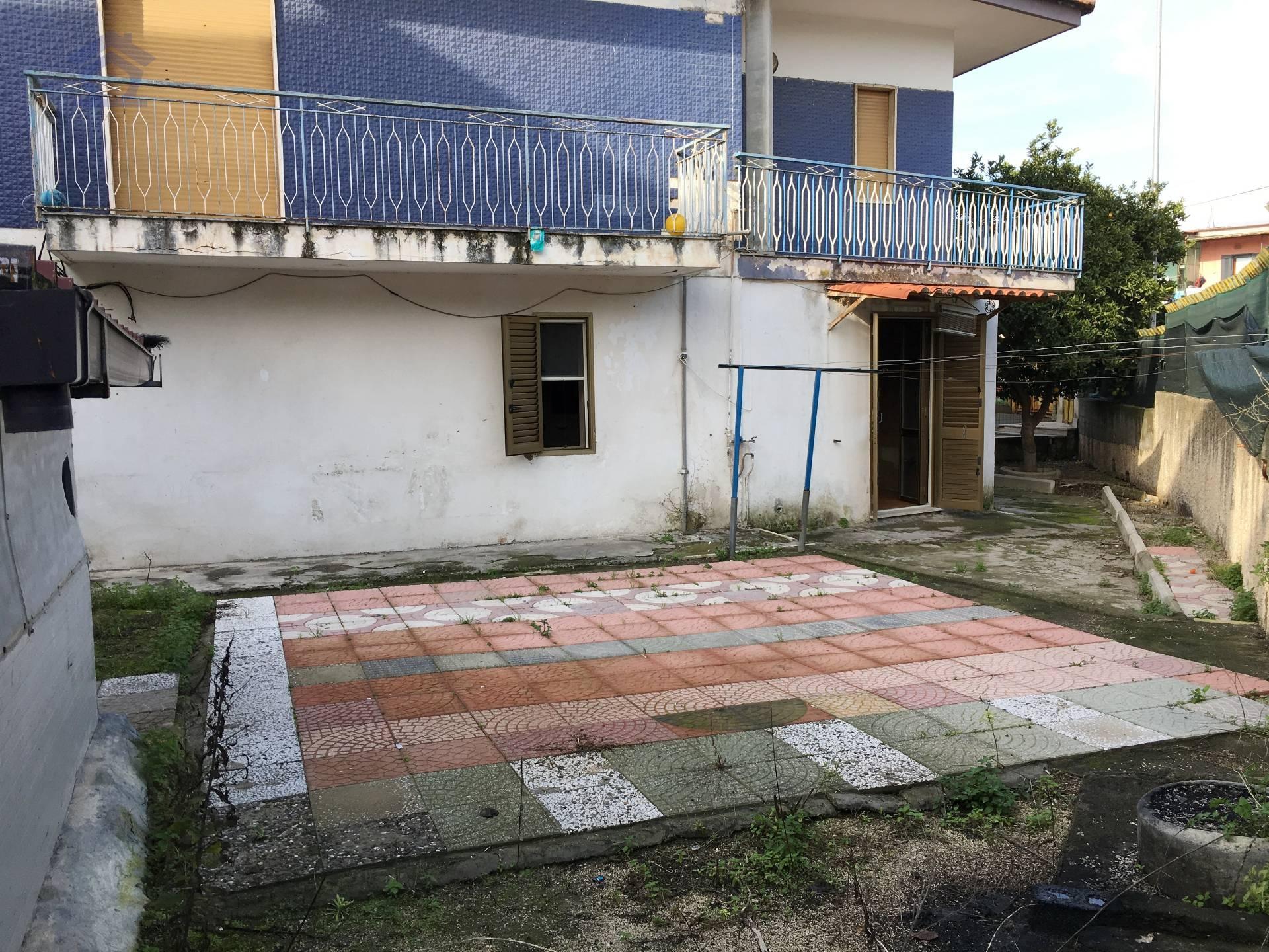 Appartamento in vendita a Torre Annunziata, 3 locali, zona Località: sud, prezzo € 95.000   Cambio Casa.it