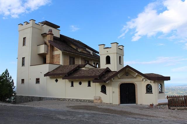 Villa in vendita a Montebello di Bertona, 15 locali, prezzo € 480.000 | Cambio Casa.it
