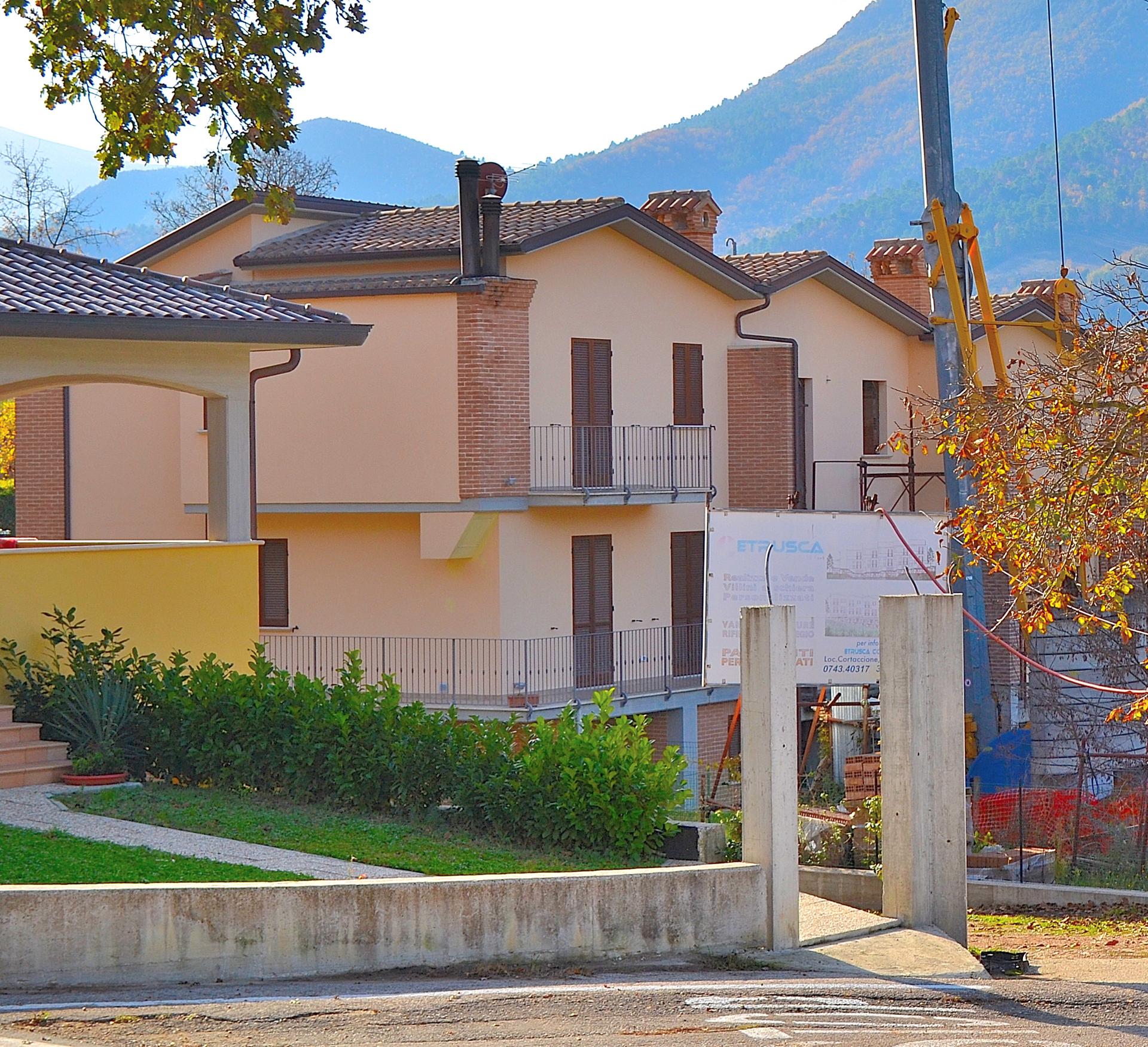 Villa a Schiera in vendita a Sant'Anatolia di Narco, 6 locali, prezzo € 97.000 | Cambio Casa.it