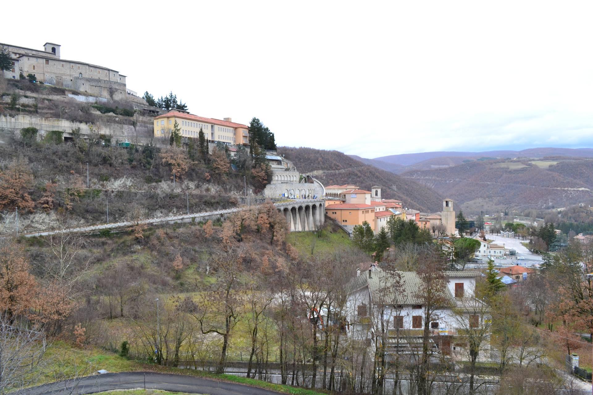 Appartamento in vendita a Cascia, 4 locali, prezzo € 45.000 | Cambio Casa.it