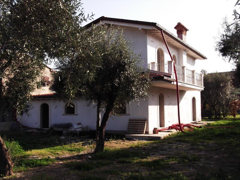 Villa vendita SERAVEZZA (LU) - 7 LOCALI - 240 MQ
