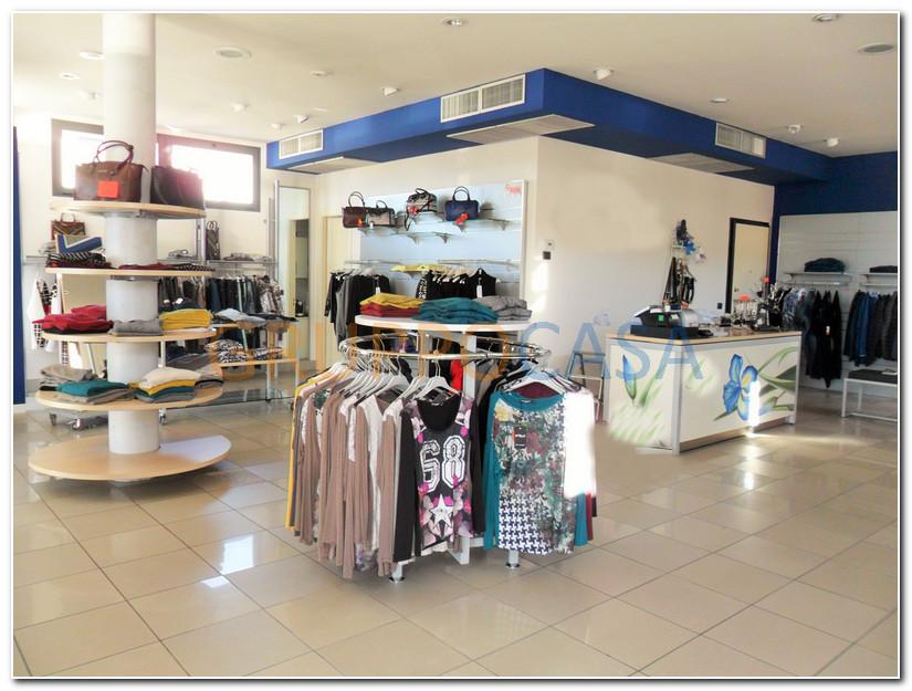 Negozio / Locale in vendita a Pescia, 9999 locali, zona Località: Periferia, prezzo € 135.000 | Cambio Casa.it