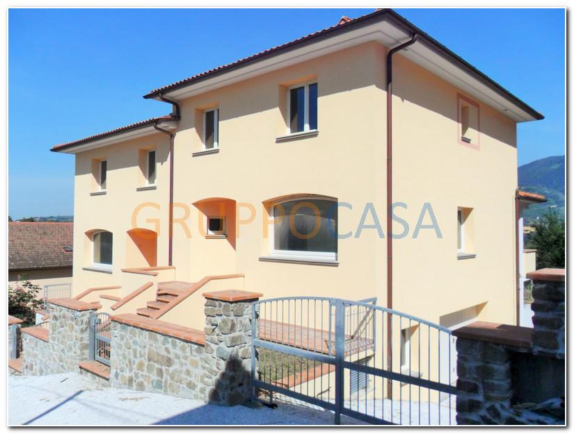 Soluzione Indipendente in vendita a Pescia, 6 locali, zona Località: Periferia, prezzo € 350.000   Cambio Casa.it