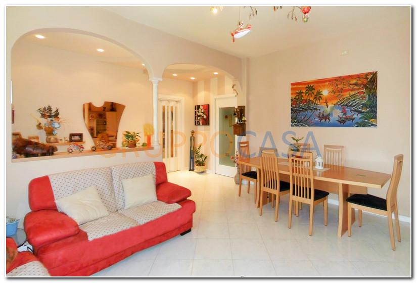 Soluzione Indipendente in vendita a Pescia, 5 locali, zona Località: Periferia, prezzo € 207.000 | Cambio Casa.it