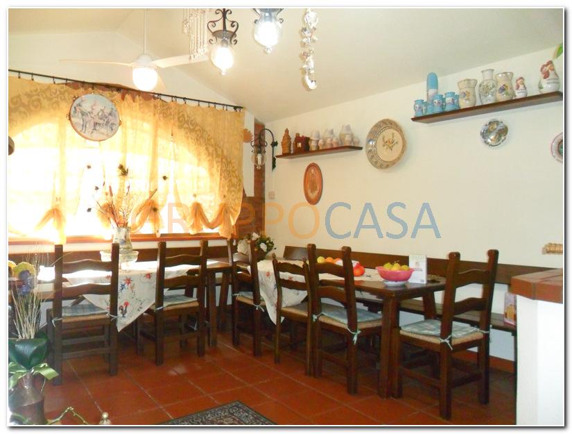 Villa in vendita a Chiesina Uzzanese, 8 locali, zona Località: Periferia, prezzo € 450.000 | Cambio Casa.it