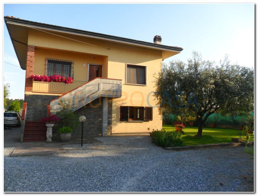 Soluzione Indipendente in vendita a Chiesina Uzzanese, 8 locali, zona Località: Periferia, prezzo € 235.000 | Cambio Casa.it