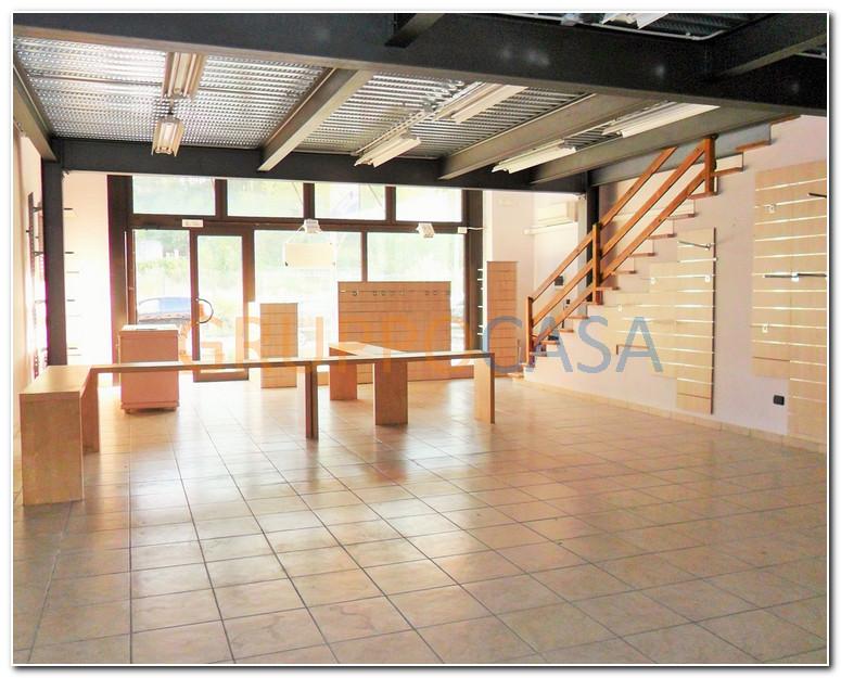 Negozio / Locale in vendita a Uzzano, 9999 locali, zona Località: S.aLucia, prezzo € 125.000 | Cambio Casa.it