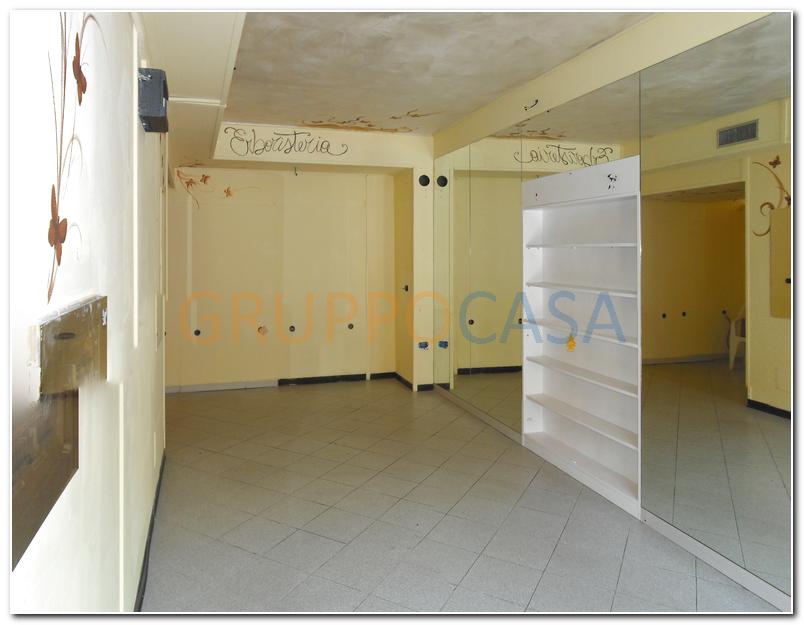 Negozio / Locale in affitto a Altopascio, 9999 locali, zona Località: Centro, prezzo € 550 | Cambio Casa.it