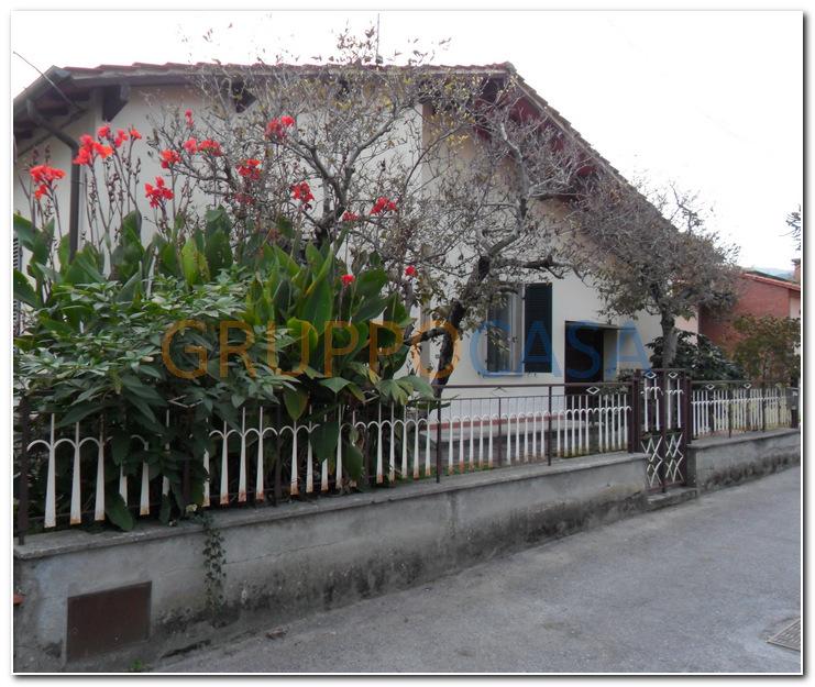 Soluzione Indipendente in vendita a Pescia, 4 locali, zona Zona: Castellare, prezzo € 170.000   Cambio Casa.it