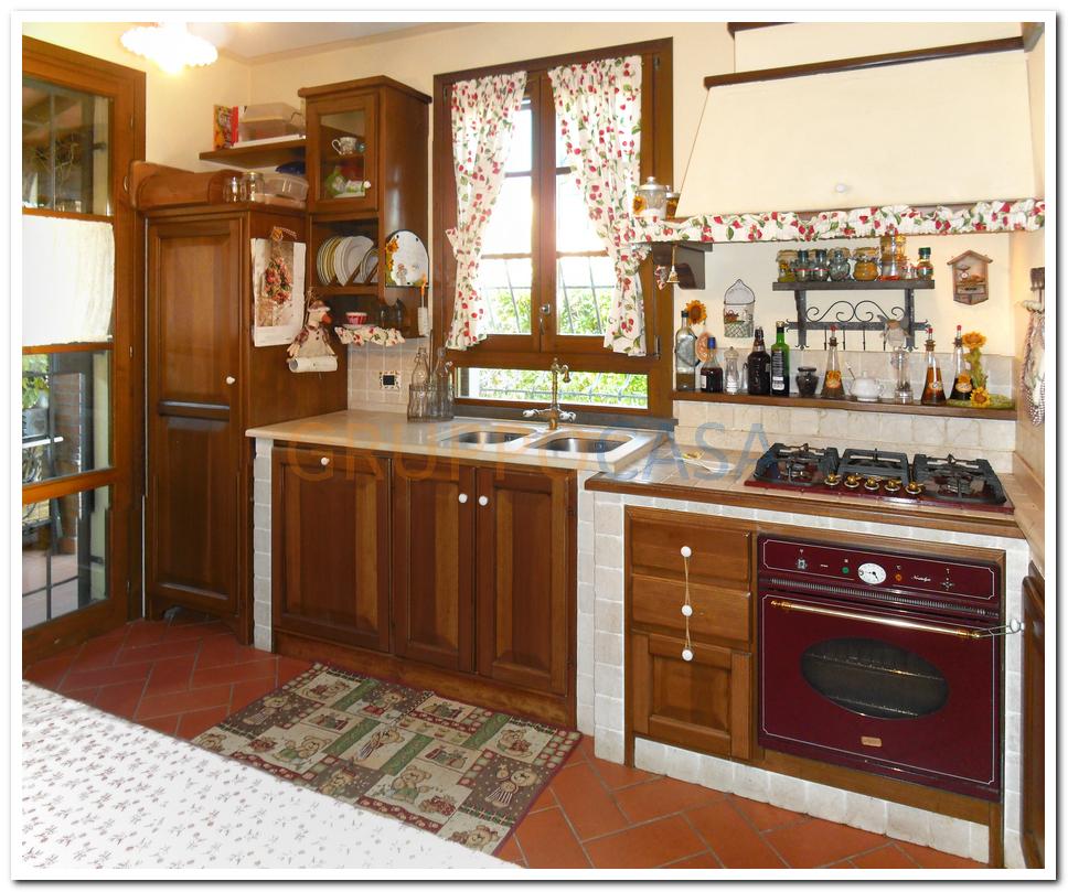 Villa in vendita a Castelfranco di Sotto, 4 locali, zona Zona: Orentano, prezzo € 270.000 | Cambio Casa.it