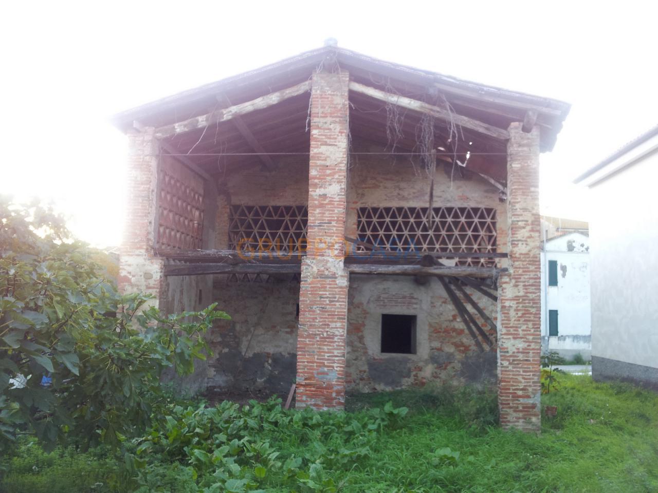 Rustico / Casale in vendita a Castelfranco di Sotto, 7 locali, zona Zona: Orentano, prezzo € 115.000 | Cambio Casa.it