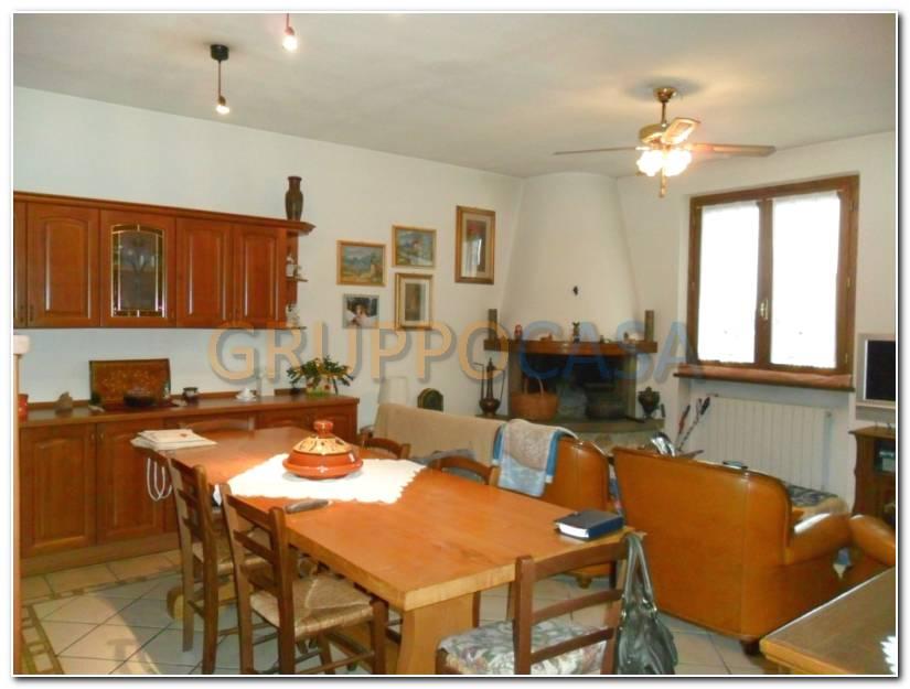 Palazzo / Stabile in vendita a Uzzano, 8 locali, prezzo € 450.000 | Cambio Casa.it