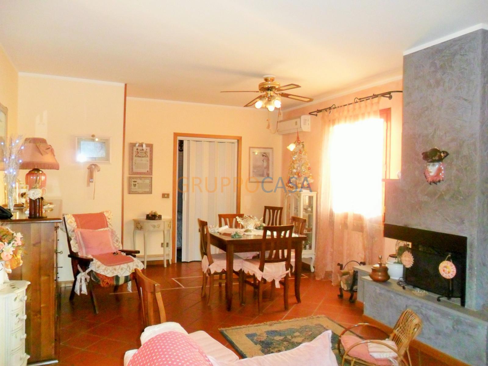 Appartamento in affitto a Uzzano, 5 locali, zona Zona: Torricchio, prezzo € 680 | Cambio Casa.it