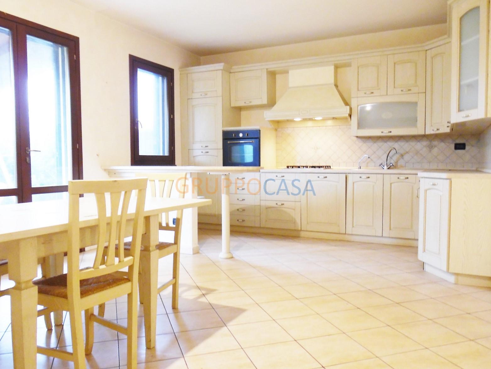 Villa in vendita a Castelfranco di Sotto, 6 locali, zona Località: VillaCampanile, prezzo € 235.000 | Cambio Casa.it